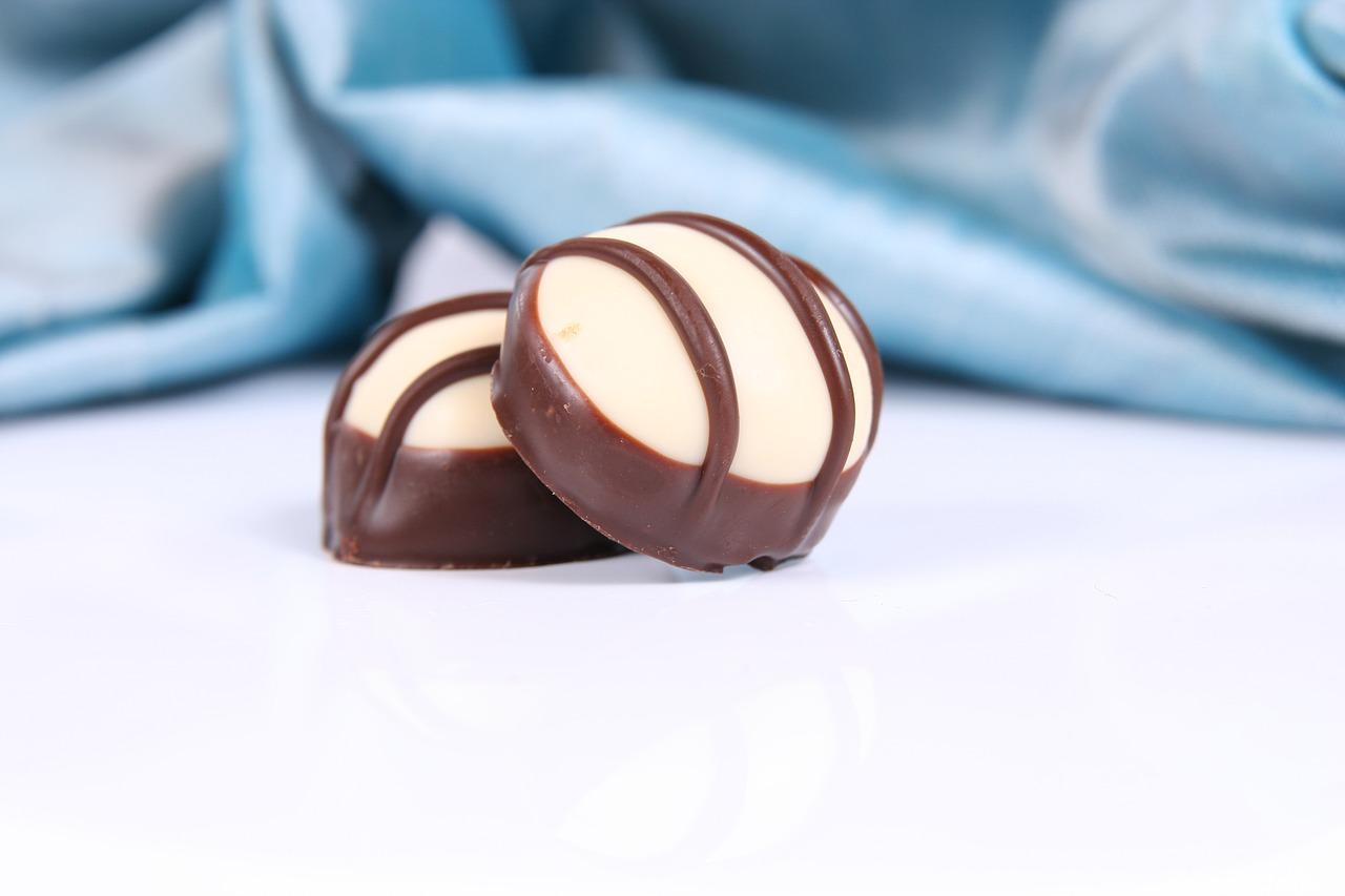 Słodkości z logo Twojej firmy – czekoladki firmowe, czekoladowe lentilki na prezent