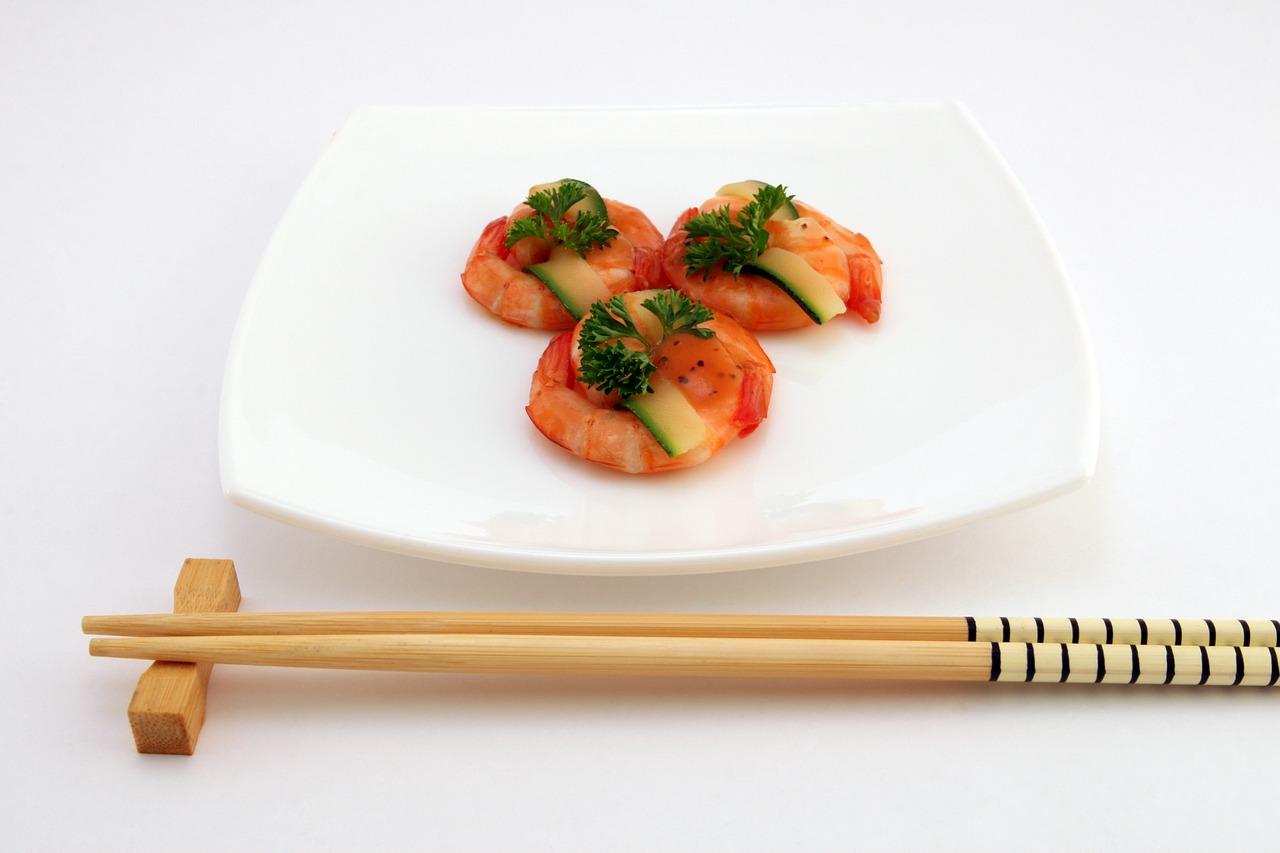 Modne sushi w Twoim domu. Zestaw do sushi – pałeczki do sushi