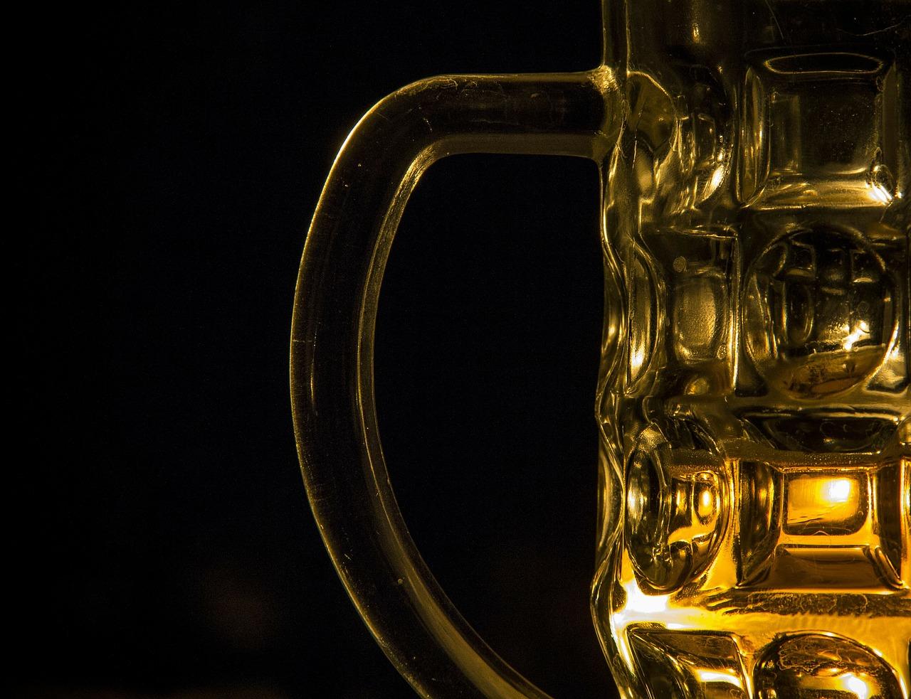 Lokalne i domowe wyroby alkoholowe – Piwo Wino Alkohol Nalewki Przepisy. Dobre lokalne piwo w Krakowie