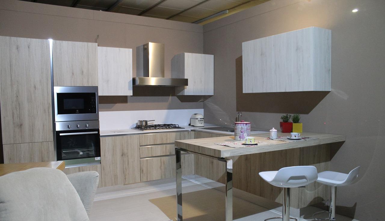 kuchnie dębowe klasyczne. Kuchenne inspiracje – meble kuchenne klasyczne: galeria zdjęć