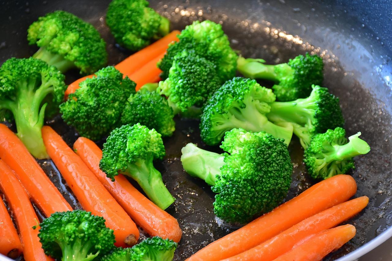 Daj szansę makaronowi – zapiekanka z makaronem kalafiorem i brokułami