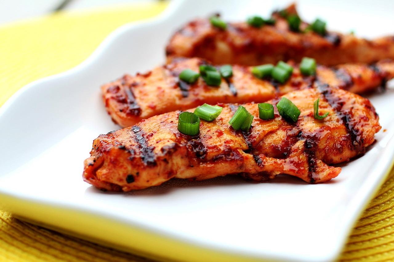 Potrawka z kurczaka w sosie śmietanowym. Kurczak w aromatycznym sosie.