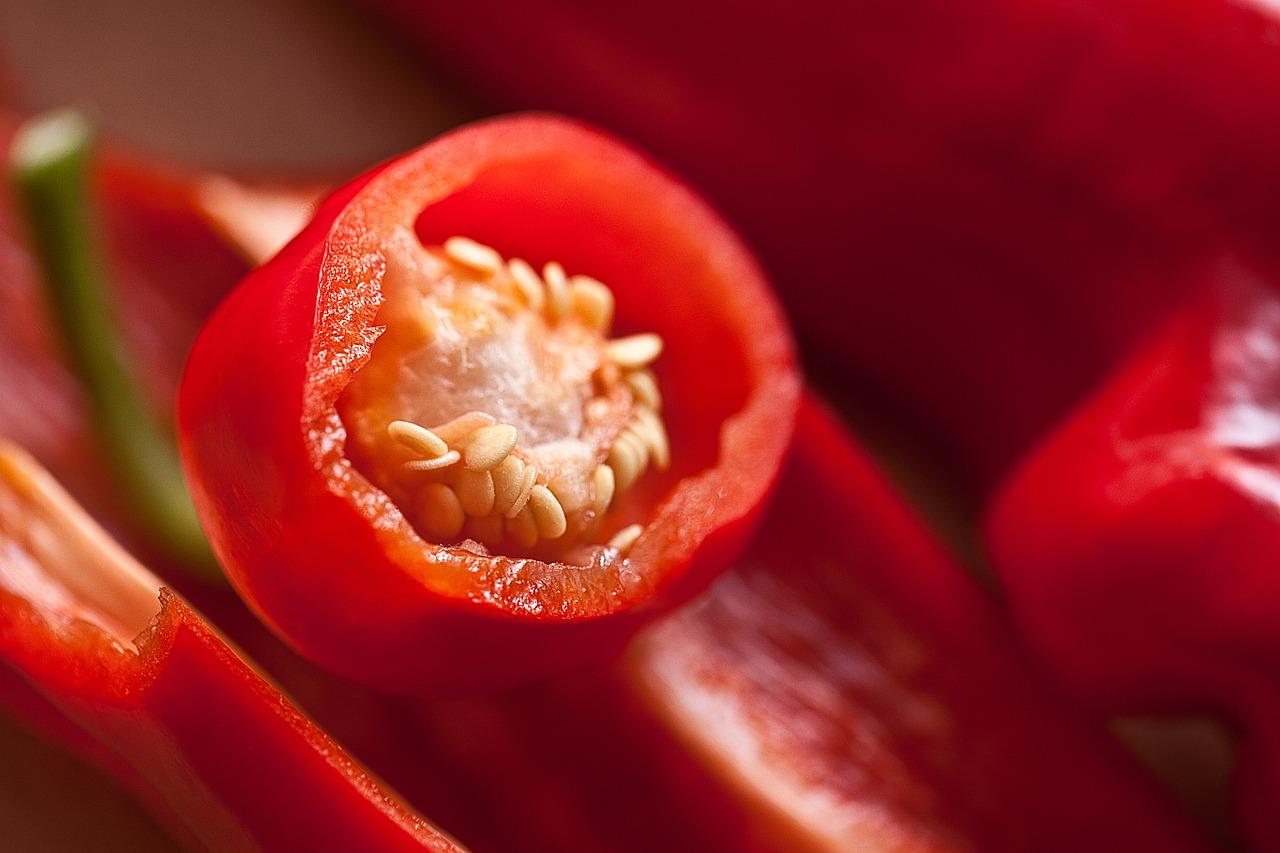 Papryki faszerowane mięsem mielonym zapiekane. Szybkie, łatwe i zdrowe danie – jaki sos do papryki faszerowanej ?