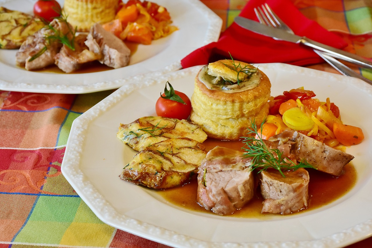 Jak zrobić polędwiczki wieprzowe pieczone. Pyszne i proste danie –  polędwiczki wieprzowe proste przepisy