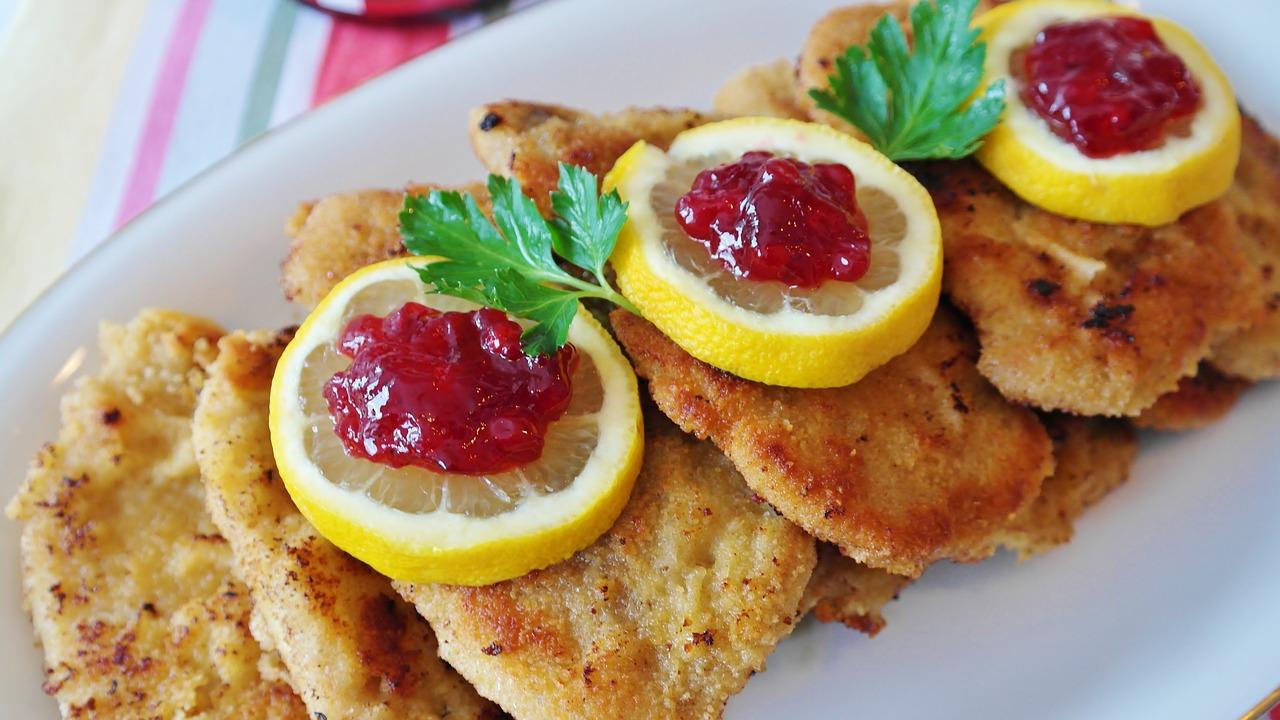 Jak przyrządzić sznycel wieprzowy z szynki. Pyszny obiad dla wielbicieli mięsa – sznycel wieprzowy z szynki przepisy